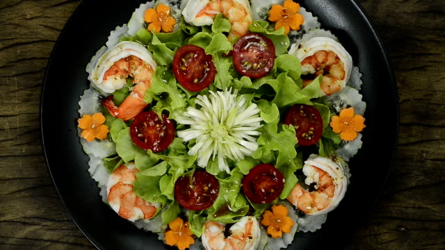 shrimps salad with vegetables healthyfood for diet or - {{relatedsearchurl(carousel.phrase)}} video stock e b–roll