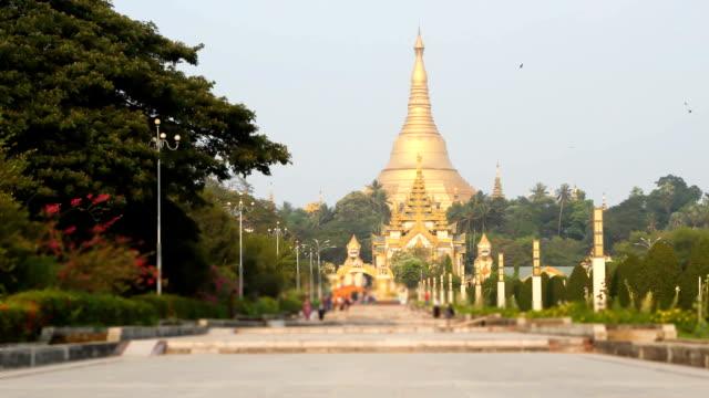 shwedagon pagoda in Yagon video