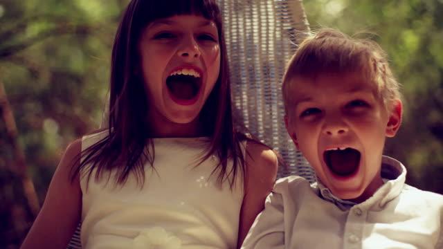兄弟は、シーソー - 兄弟姉妹点の映像素材/bロール