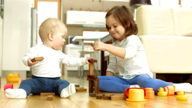 stockvideo's en b-roll-footage met siblings playing with toys - baby toy
