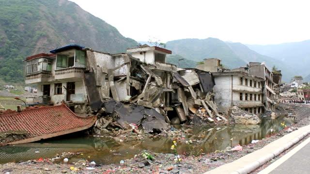 vidéos et rushes de ruine tremblement de terre du sichuan - endommagé