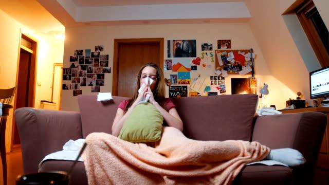 vídeos de stock e filmes b-roll de sick and tired woman blowing nose - doença