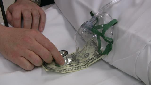 плохо доллар 5 - dollar bill стоковые видео и кадры b-roll