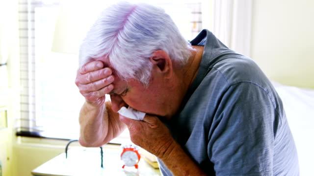 sick senior man coughing in bedroom - choroba filmów i materiałów b-roll