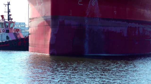 Side of cargo ship where the water gets out to maintain the balance of the ship