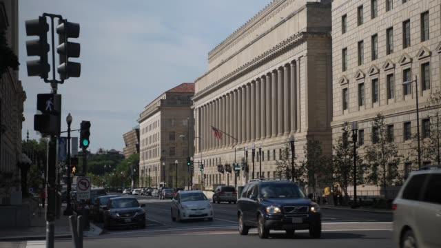 atış ticaret bakanlığı binasının kuran yan görünüm - cumhuriyet günü stok videoları ve detay görüntü çekimi