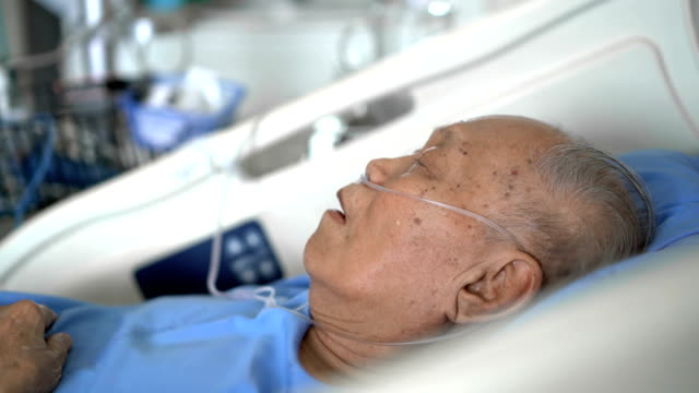 Side view grey hair senior male patient sleeping in hospital 4K Side view grey hair senior male patient sleeping in hospital medical oxygen equipment stock videos & royalty-free footage