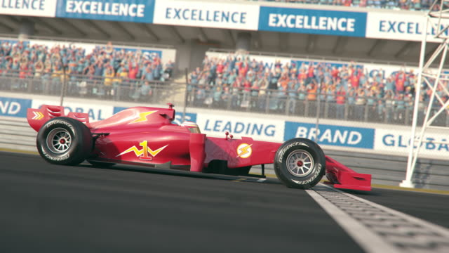 슬로우 모션에서 결승 선에 걸쳐 운전 하는 레드 포뮬러 1 경주 자동차의 측면 보기 - formula 1 스톡 비디오 및 b-롤 화면