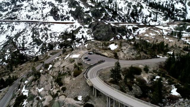 シエラネバダ山脈とドナーのパス - カリフォルニアシエラネバダ点の映像素材/bロール