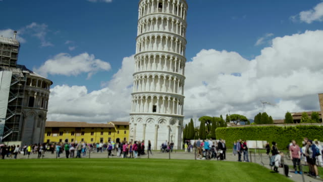 i̇talya'da, insanlar manzarayı güzel pisa kulesi, turizm gezi - pisa kulesi stok videoları ve detay görüntü çekimi