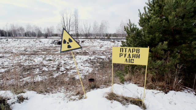 sign of radiation hazard against radioactive waste - reattore nucleare video stock e b–roll