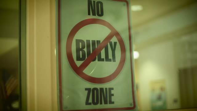 """vídeos de stock e filmes b-roll de sinal que diz """"não bully zona"""", - ameaça"""