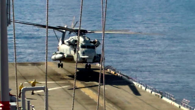 Sikorsky CH-53E Super Stallion Helicopter Landing video