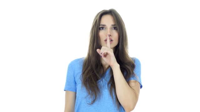 silent, young girl showing gesture of silence - cisza filmów i materiałów b-roll