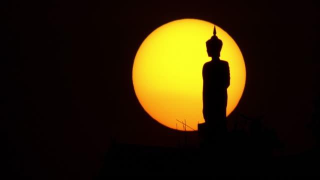 vídeos de stock, filmes e b-roll de silhueta de buda - ano novo budista