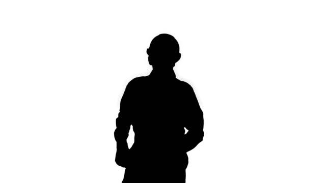 stockvideo's en b-roll-footage met de bouwer van het silhouet die zijn salaris telt en op een grappige manier danst - kampioenschap