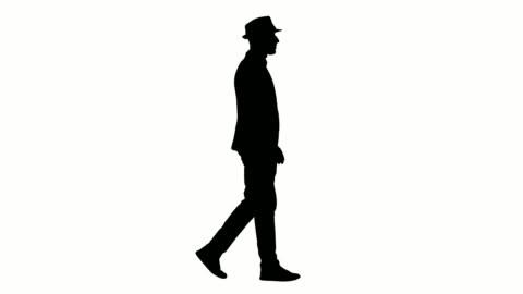 vídeos y material grabado en eventos de stock de silueta casual hombre árabe en el sombrero caminando - recortable