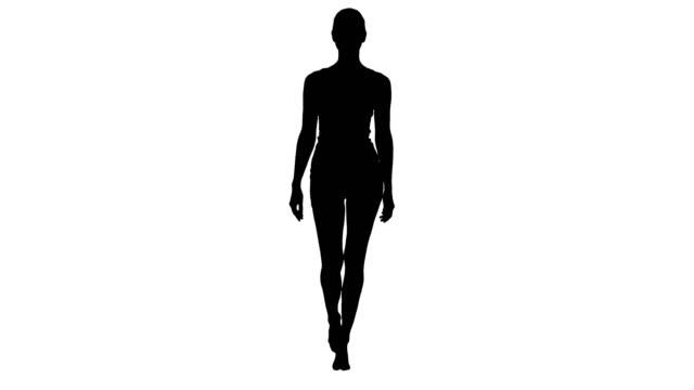 vídeos de stock, filmes e b-roll de senhora de silhueta caminhando em lingerie branca esportes e sorrindo - gênero humano