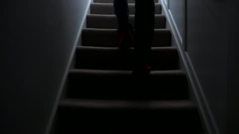 vídeos de stock e filmes b-roll de silhouette man walking upstairs at night. 1. - escuro