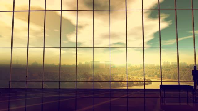 stockvideo's en b-roll-footage met silhouet van een zakenman tegen de enorme loket - lood