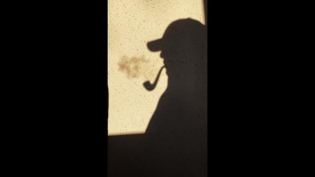 silhuett av en man, man röker en pipe - abstract silhouette art bildbanksvideor och videomaterial från bakom kulisserna