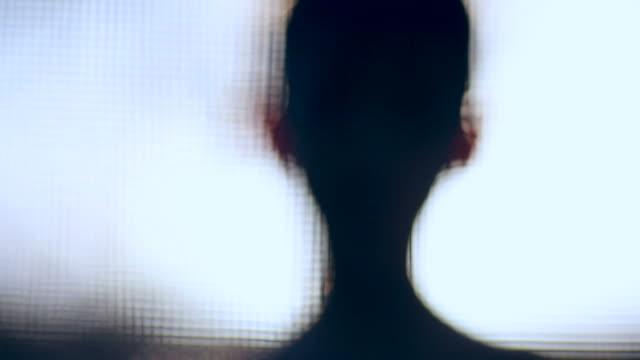 Silhouette der Junge am Swimmingpool-pol – Video
