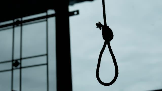 vídeos y material grabado en eventos de stock de silueta del nudo de la soga del ahorcado. cometer concepto de suicidio. - cuerda