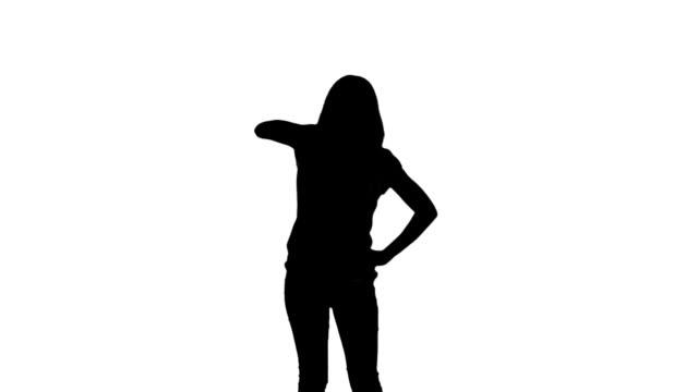 stockvideo's en b-roll-footage met silhouette of woman doing disco gesture on white background - handen op de heupen