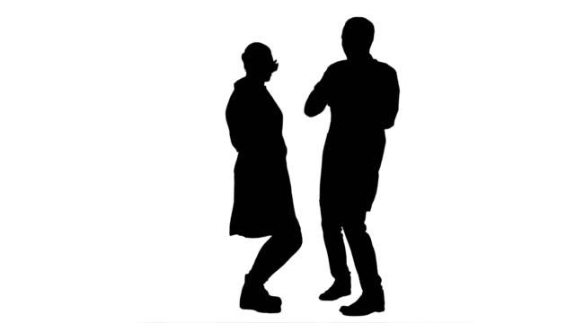 Silhouet twee grappige artsen met grappige energie dans video