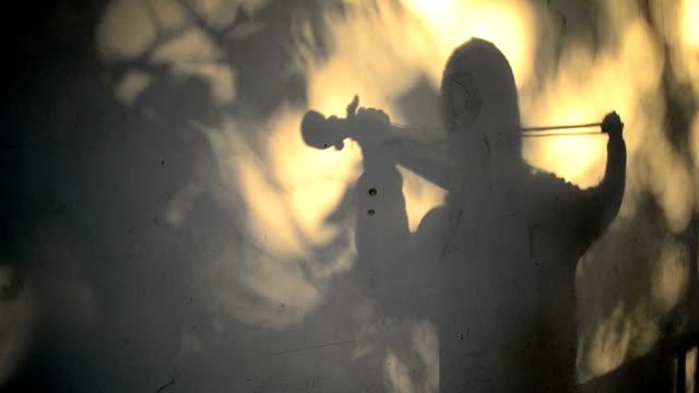 silhouette violinista - barocco video stock e b–roll