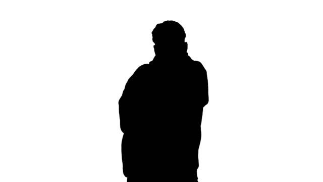 vidéos et rushes de silhouette jeune homme dansant le hip-hop faisant des vagues - hip hop