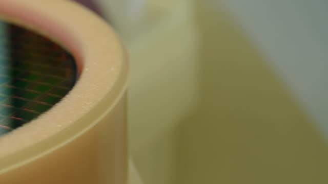 シリコンウエハー製品には、半導体製造施設 - 半導体点の映像素材/bロール