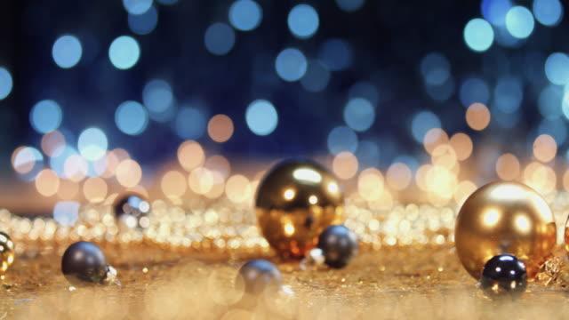 vídeos y material grabado en eventos de stock de bolas de navidad de blanco y plata - misa