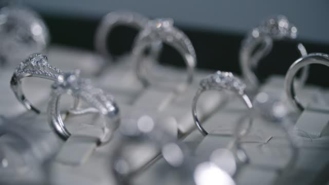 Silberringe mit Diamant-Schaukasten – Video