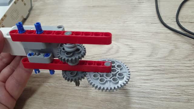 Simple gear mechanisms. video