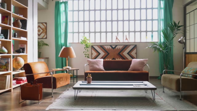 semplice soggiorno moderno appartamento - ambientazione interna video stock e b–roll