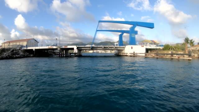 simpson bay lagoon saint maarten dutch bridge - saint martin caraibi video stock e b–roll