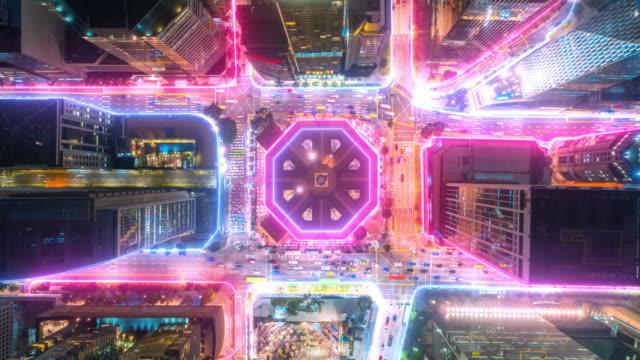 vídeos de stock, filmes e b-roll de vista aérea da cidade de cingapura com conceito de tecnologia de conexão de rede de dados. conceito de cidade inteligente,rede de comunicação,conceito de internet das coisas - paisagem urbana