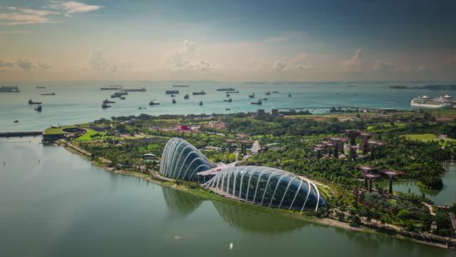 singapore flyer bird view on coast and garden 4k time lapse - ogród formalny filmów i materiałów b-roll