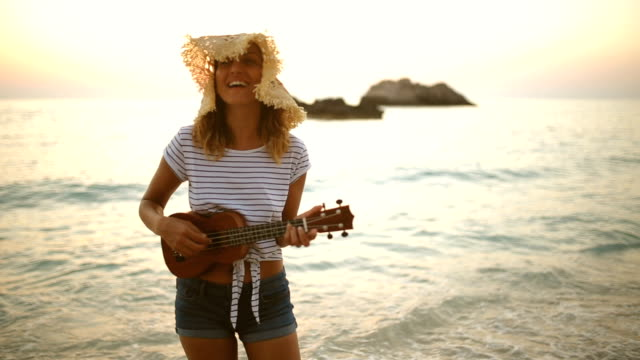 Singing summer girl video