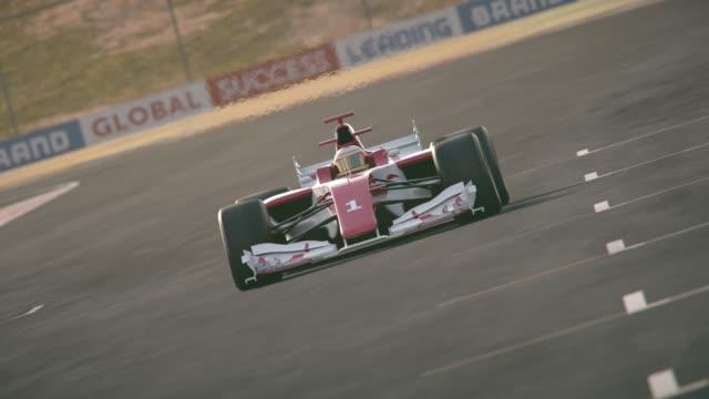포뮬러 원 레이스 자동차 운전 결승 선 - formula 1 스톡 비디오 및 b-롤 화면