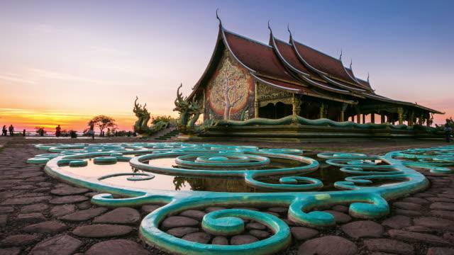 sirindhorn wararam phu prao tempel (wat phu prao) in der provinz ubon ratchathani, thailand - pagode stock-videos und b-roll-filmmaterial
