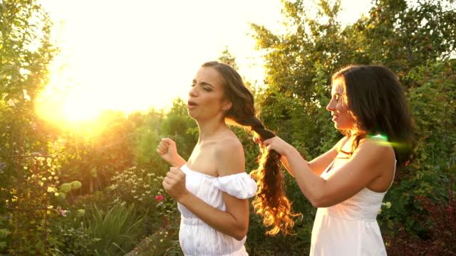 Sister plait braids her sister video