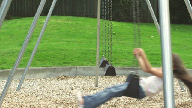 Sister swing in opposite direction video
