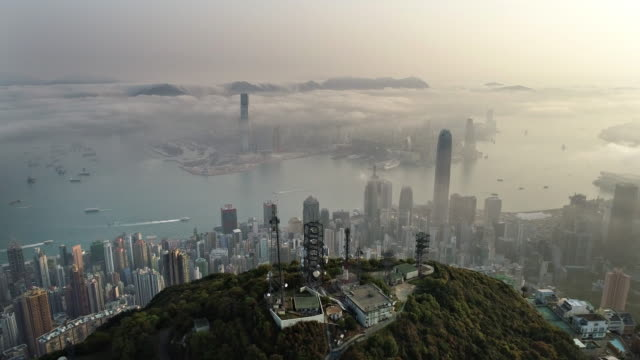 six short clips of hong kong from air - смог над городом стоковые видео и кадры b-roll