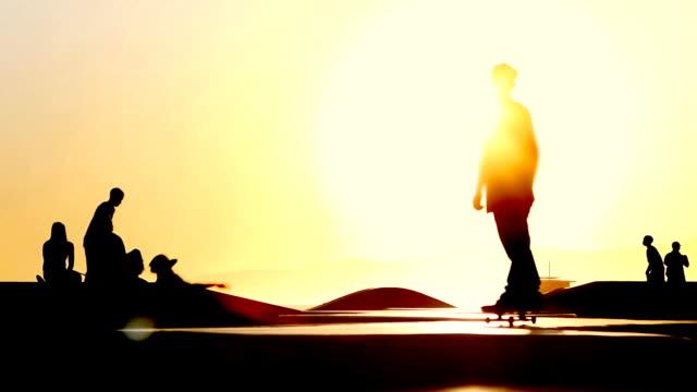 skate-kalifornien - skateboardfahren stock-videos und b-roll-filmmaterial