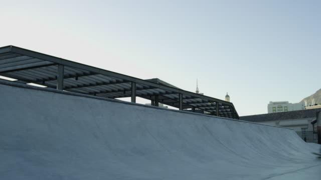 skridsko med vinden - skatepark bildbanksvideor och videomaterial från bakom kulisserna