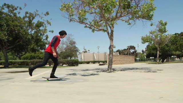 スケートボード 360 フリップ幅広 - スケートボードをする点の映像素材/bロール