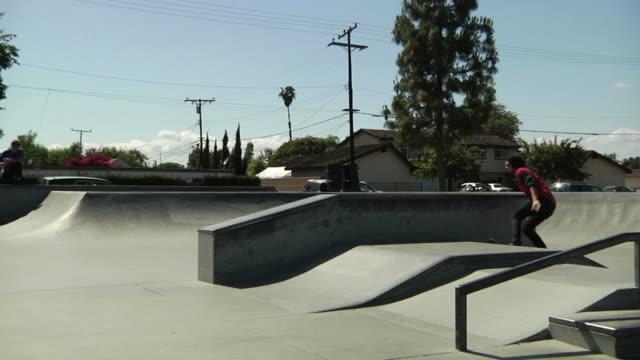 skateboard 50-50 grind - skatepark bildbanksvideor och videomaterial från bakom kulisserna