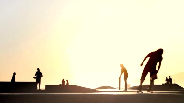 skateboard girl - skatepark bildbanksvideor och videomaterial från bakom kulisserna